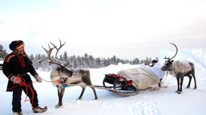 Arriving to the chapel by reindeer
